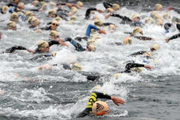 triathlon-swim-start